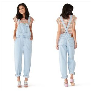 NEW $128 Levi's Baggy Jean Overalls Light Wash